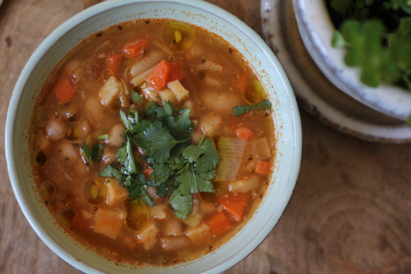 white bean chili & winter vegetables | crunchtime